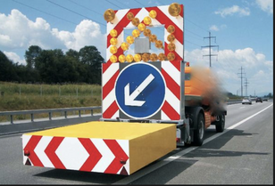 caminhão de reboque MERCEDES-BENZ tampon signalisation routière