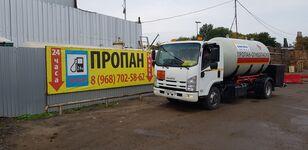caminhão-tanque gás ISUZU