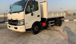 camião basculante HINO 300
