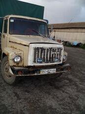 camião de toldo GAZ 3307