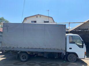camião de toldo ISUZU NkR55
