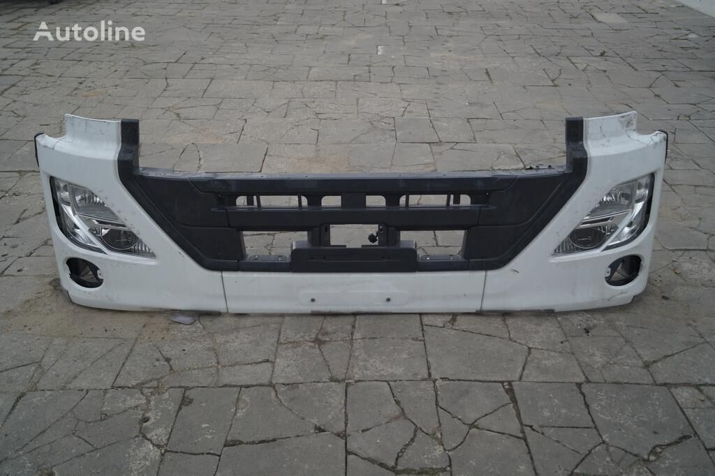 pára-choque NISSAN FRONT BUMPER / UD TRUCKS QUON / LIKE NEW / WOLDWIDE DELIVERY para camião